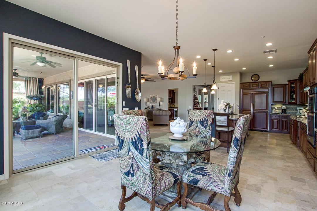 8721 W VILLA LINDO Drive, Peoria, AZ 85383 - Julie Moyemont