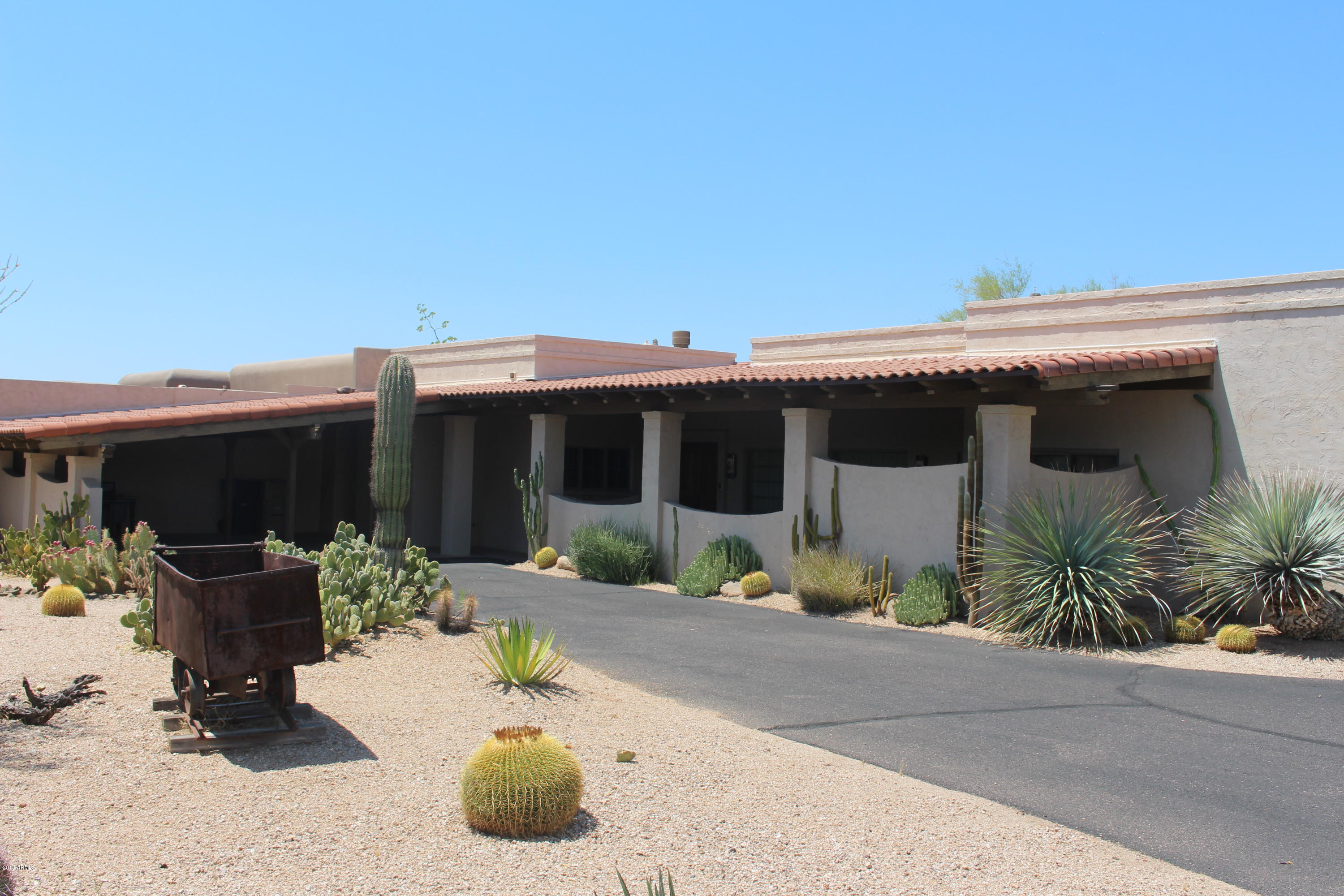 Photo of 1103 E OCOTILLO Circle, Carefree, AZ 85377