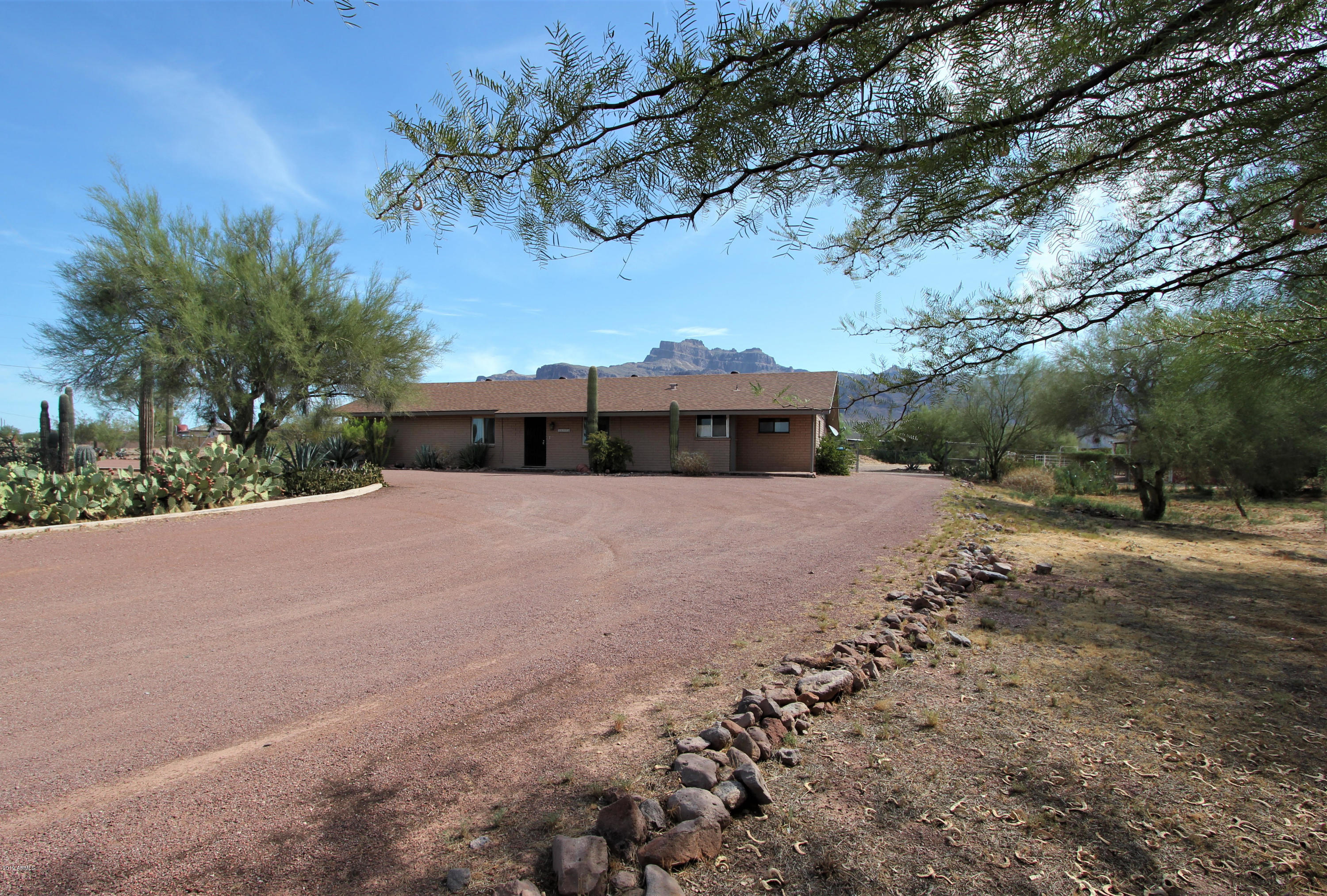Photo of 1025 S MOUNTAIN VIEW Road, Apache Junction, AZ 85119
