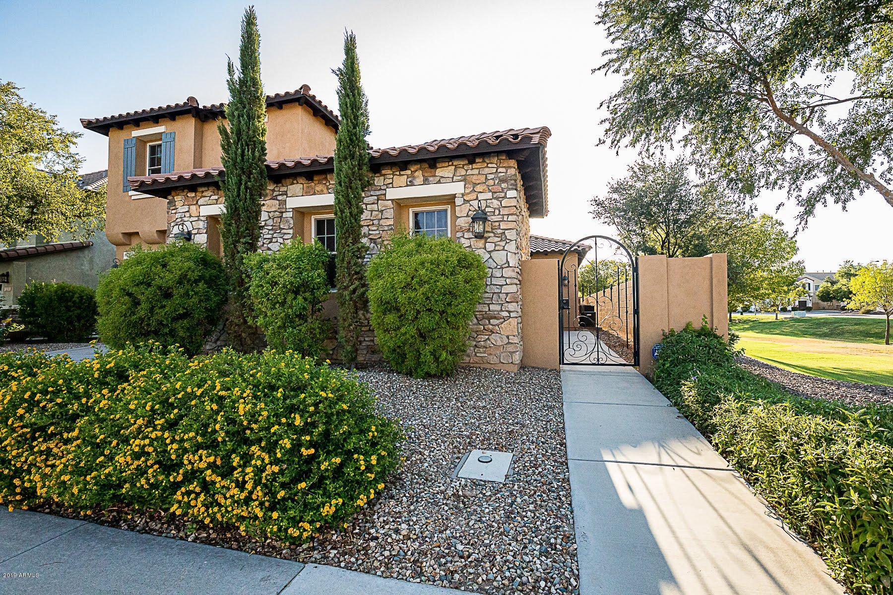 Photo of 3196 S COTTONWOOD Drive, Chandler, AZ 85286