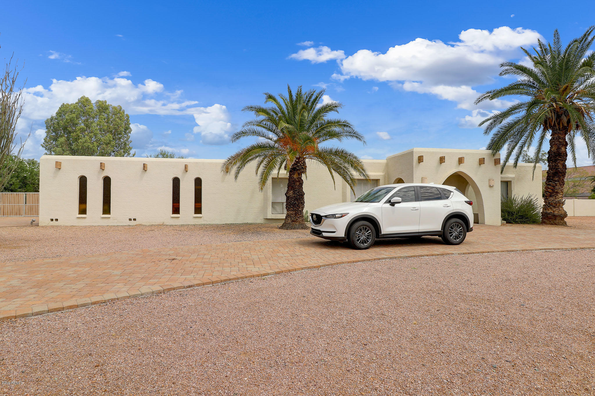 Photo of 6822 E GOLD DUST Avenue, Paradise Valley, AZ 85253
