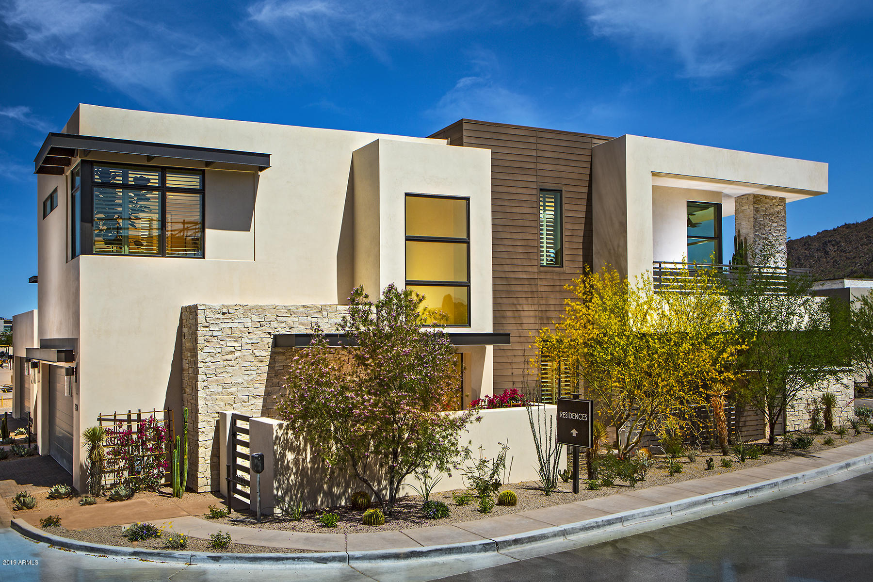 Photo of 5589 E STELLA Lane, Paradise Valley, AZ 85253