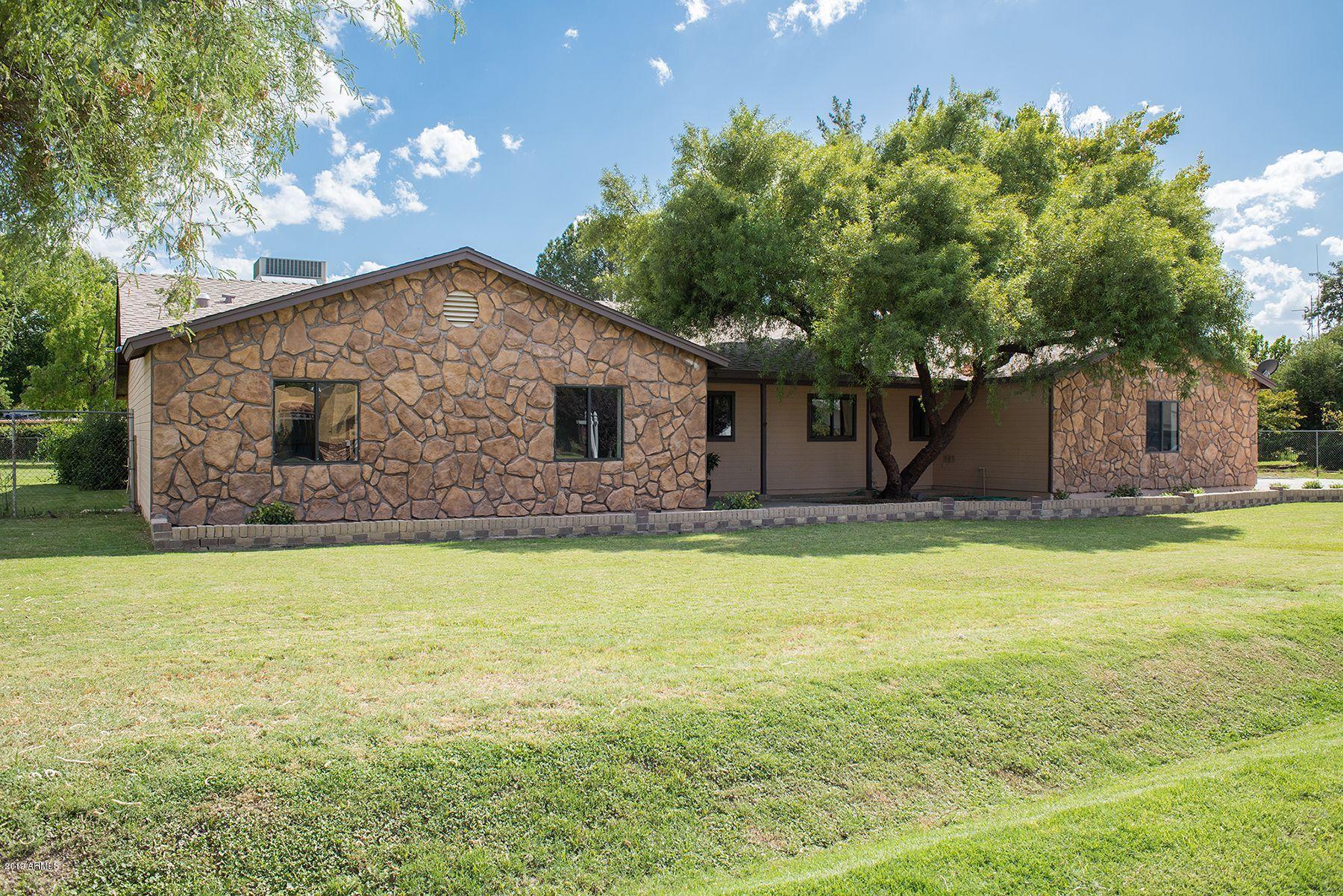 Photo of 10319 W EARLL Drive, Avondale, AZ 85392