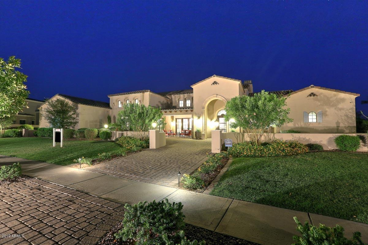 Photo of 561 W SUNSHINE Place, Chandler, AZ 85248