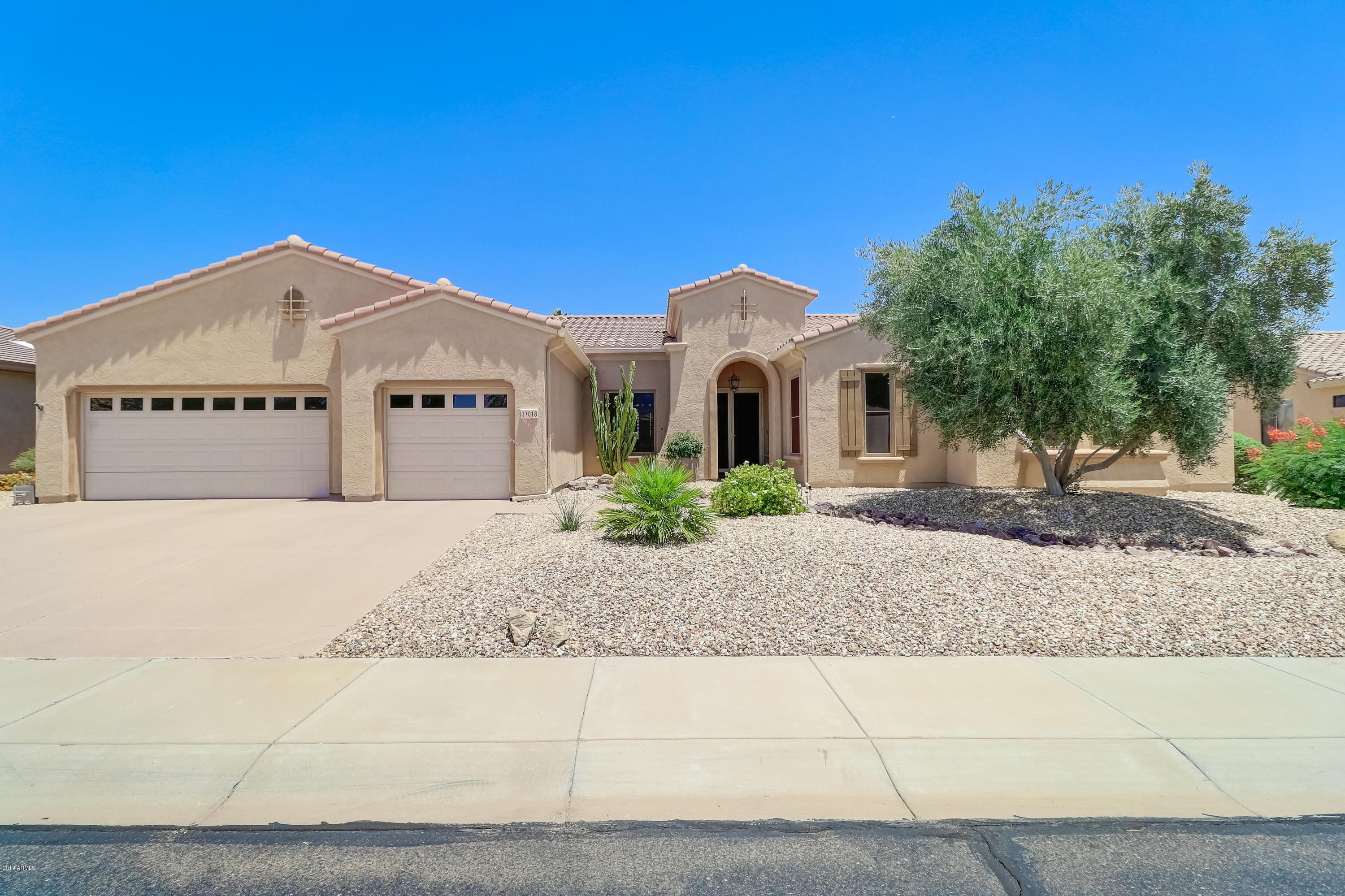 Photo of 17018 W LINKS Drive, Surprise, AZ 85387