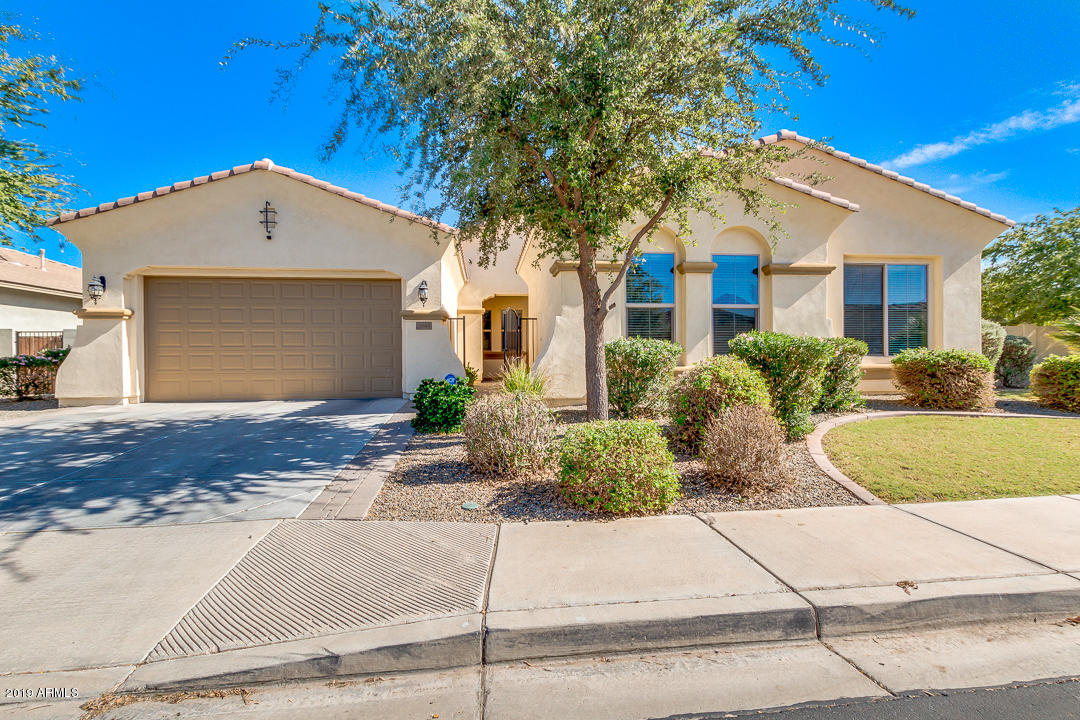 Photo of 6649 S CHAMPAGNE Way, Gilbert, AZ 85298