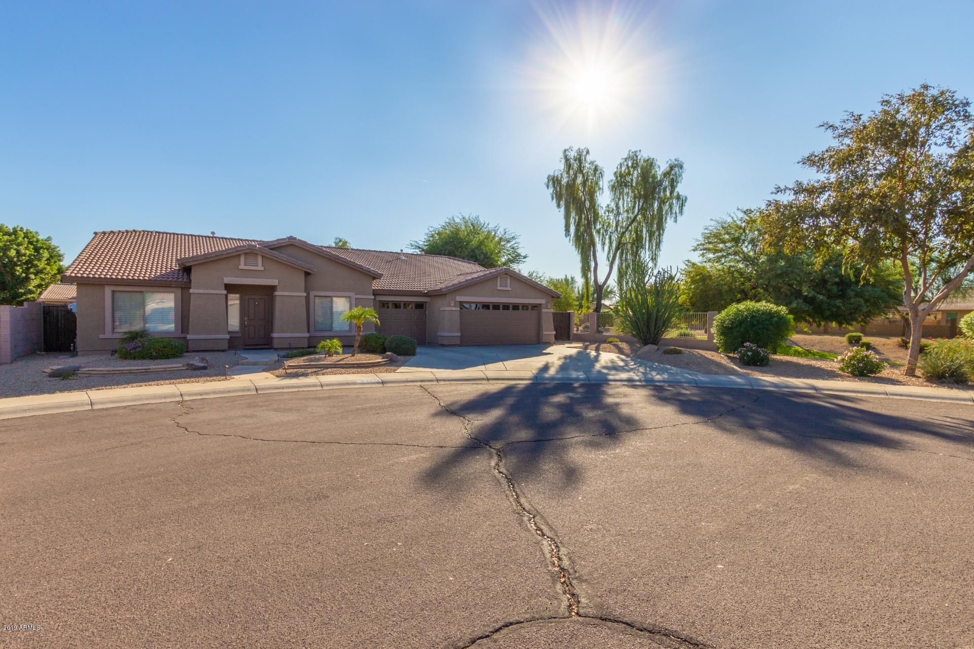 Photo of 8877 W RUNION Drive, Peoria, AZ 85382