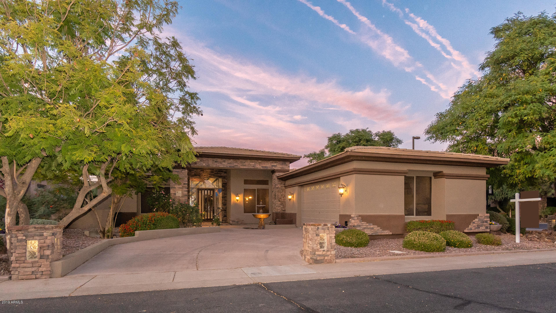 Photo of 822 W ARMSTRONG Way, Chandler, AZ 85286