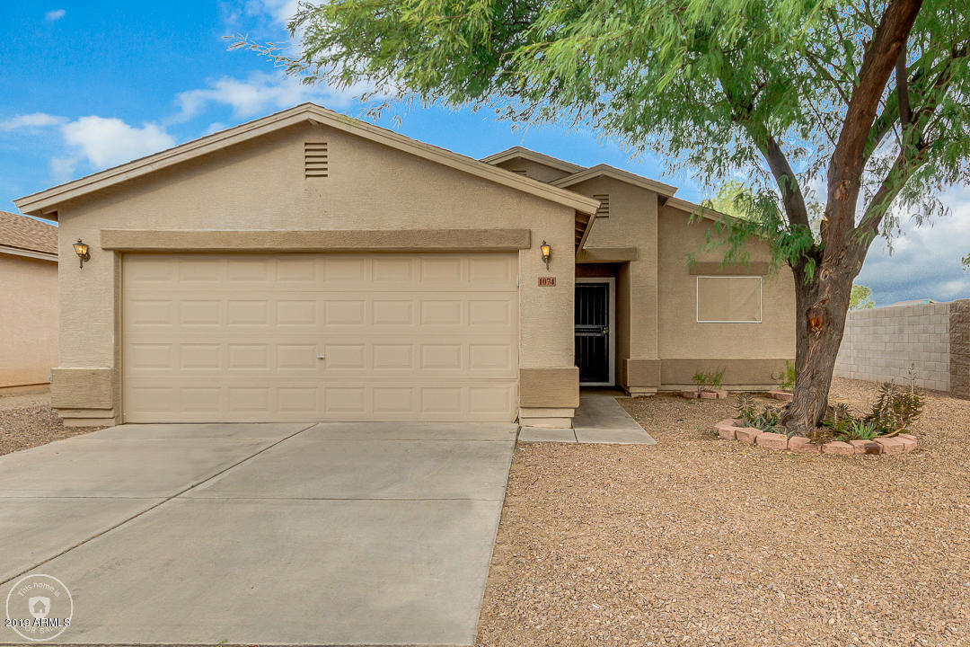 Photo of 1074 E SILVERSMITH Trail, San Tan Valley, AZ 85143