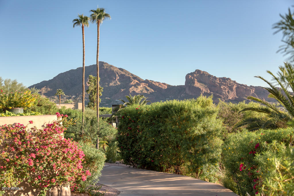 Photo of 5212 E ARROYO Road, Paradise Valley, AZ 85253
