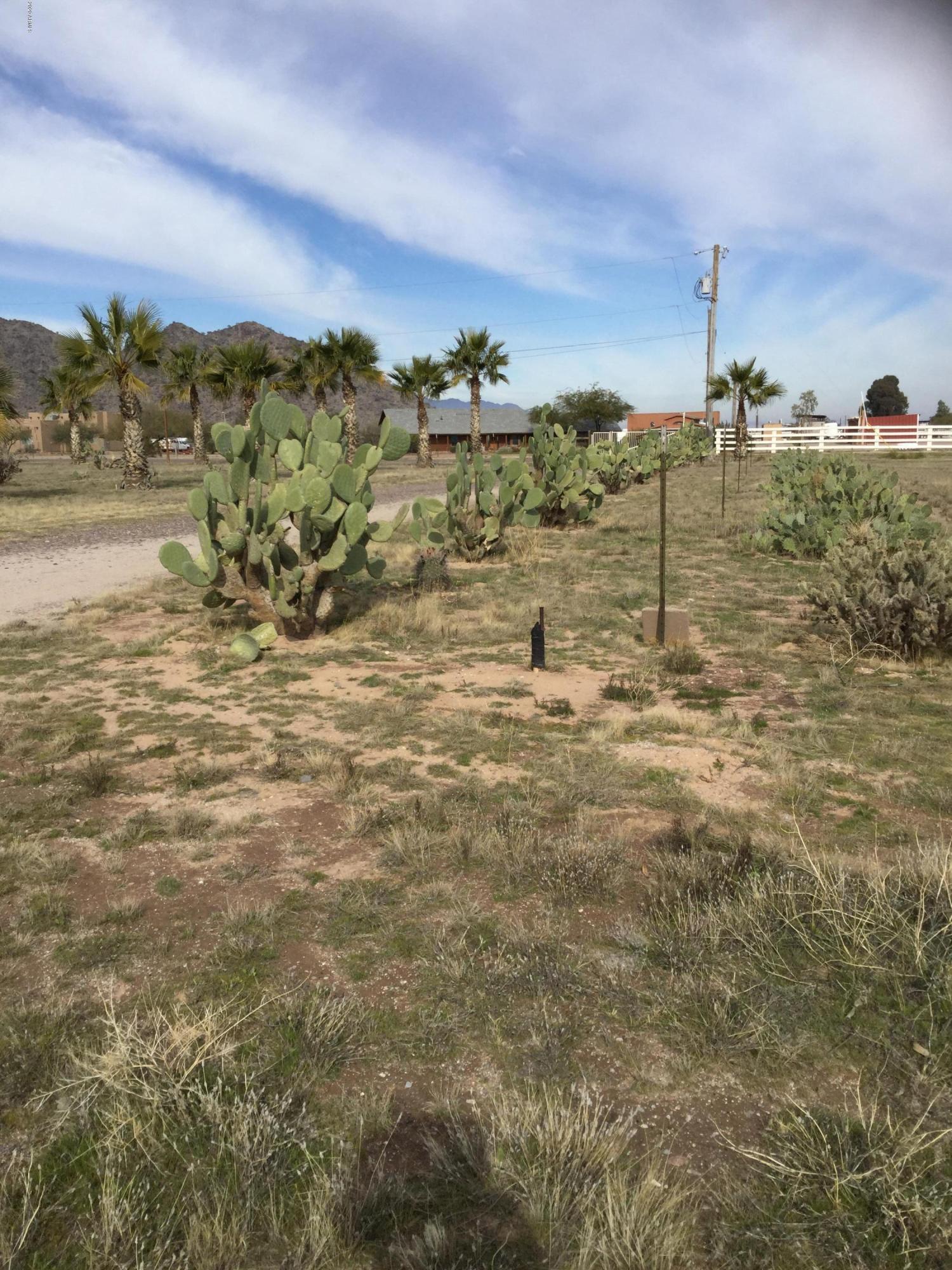 Photo of 51747 W JULIE Lane, Maricopa, AZ 85139