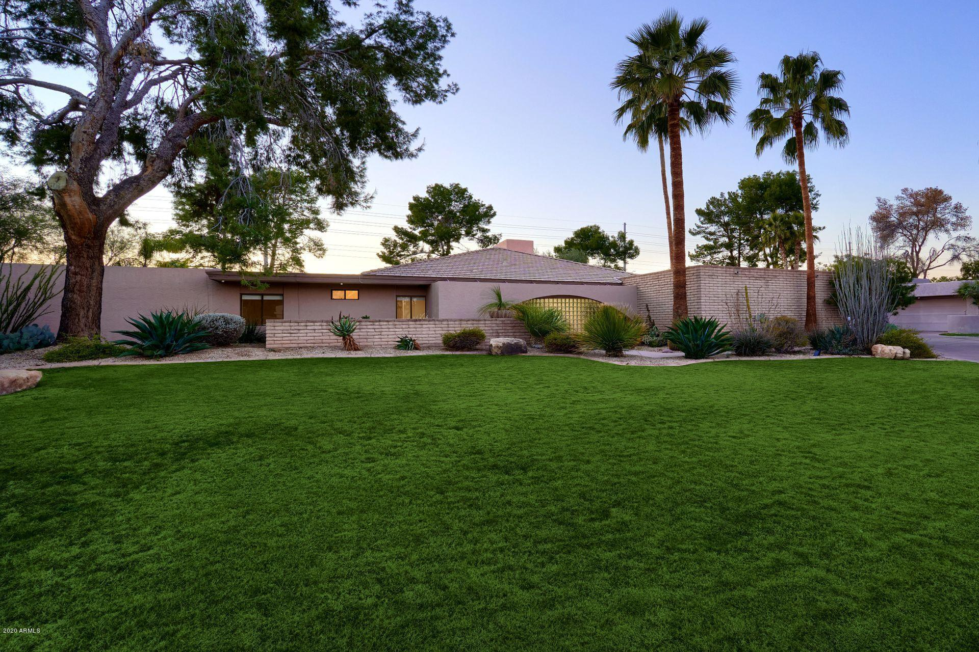 Photo of 9834 N 48TH Place, Paradise Valley, AZ 85253