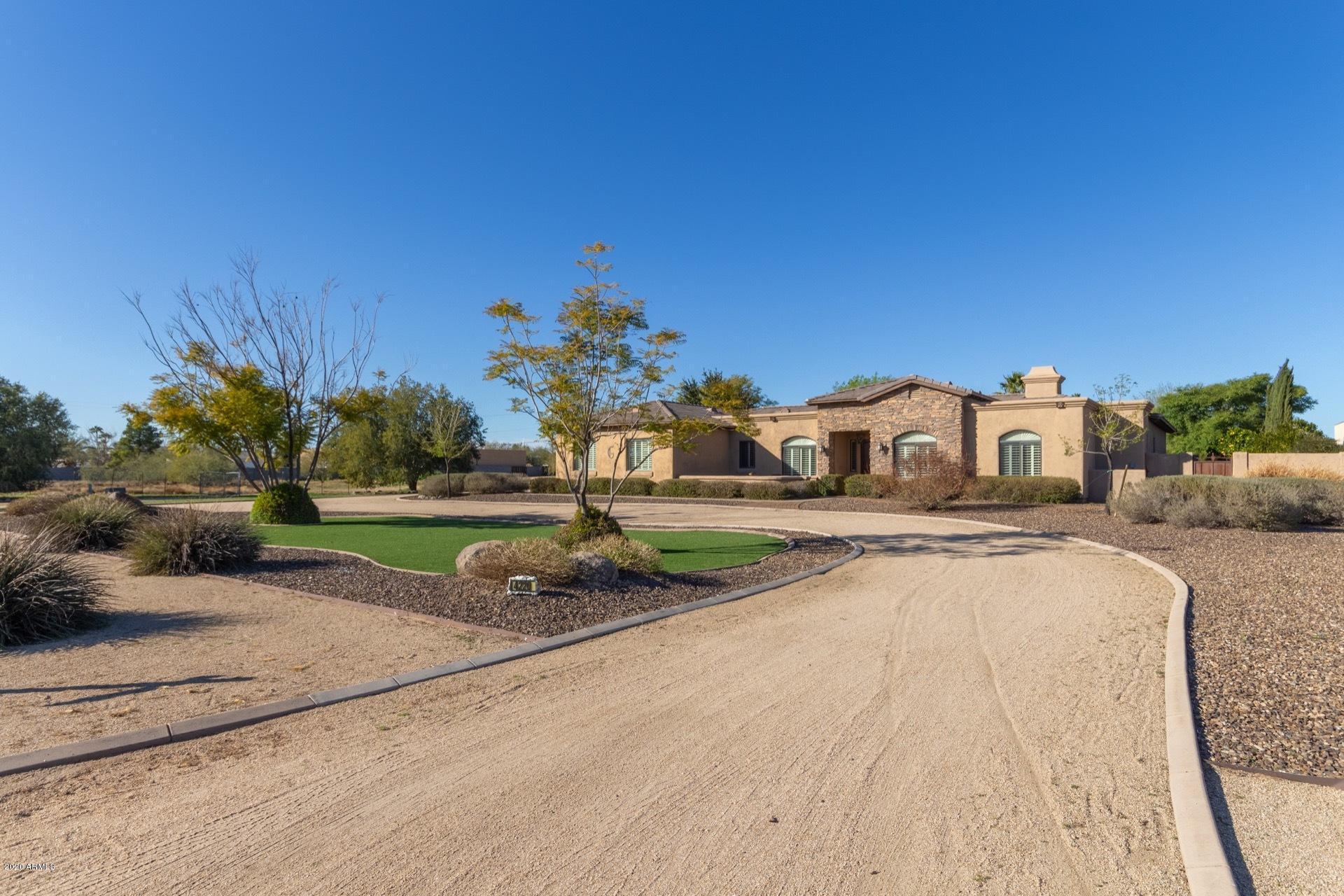 Photo of 4220 E AIRE LIBRE Avenue, Phoenix, AZ 85032