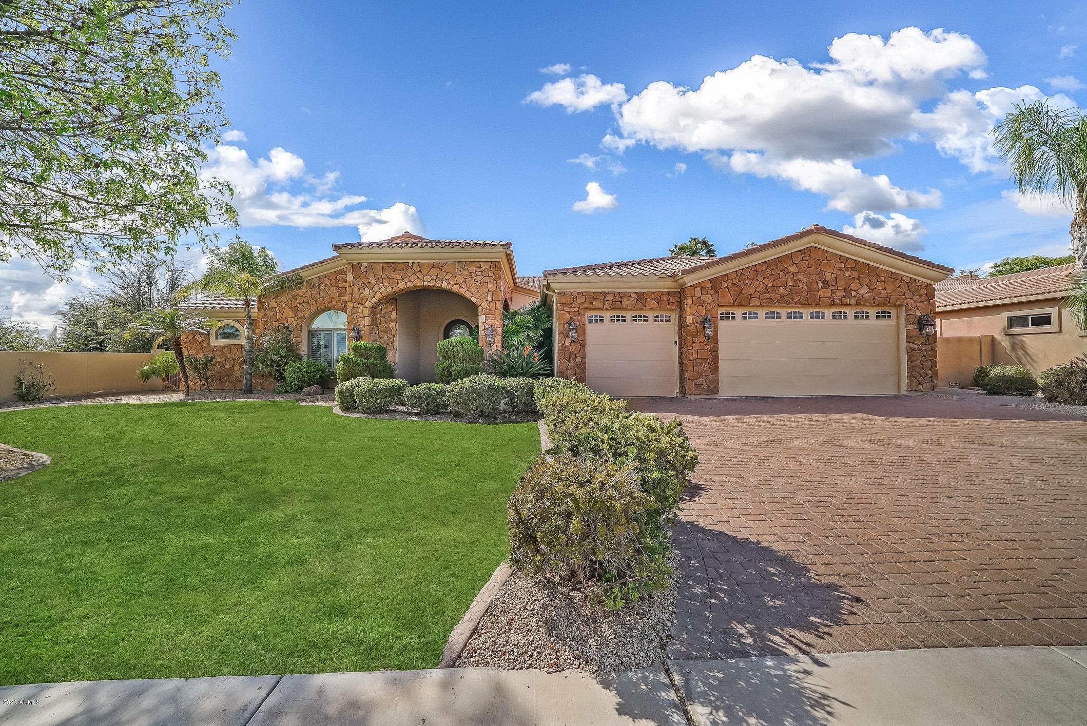 Photo of 941 E KAIBAB Place, Chandler, AZ 85249
