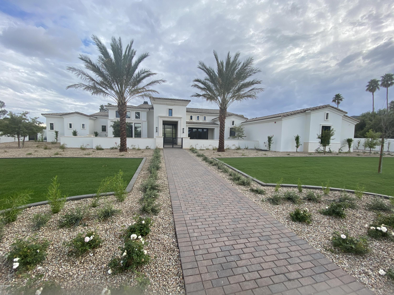 Photo of 6820 E VALLEY VISTA Lane, Paradise Valley, AZ 85253