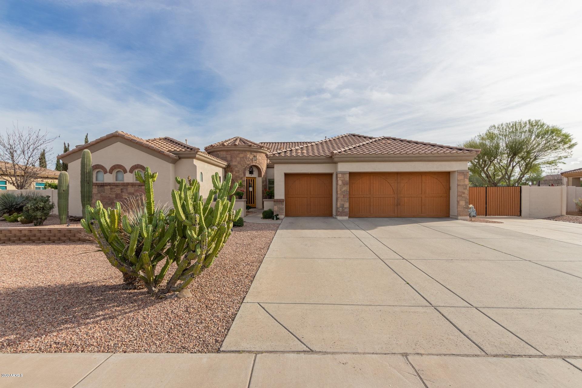 Photo of 815 E COUNTY DOWN Drive, Chandler, AZ 85249