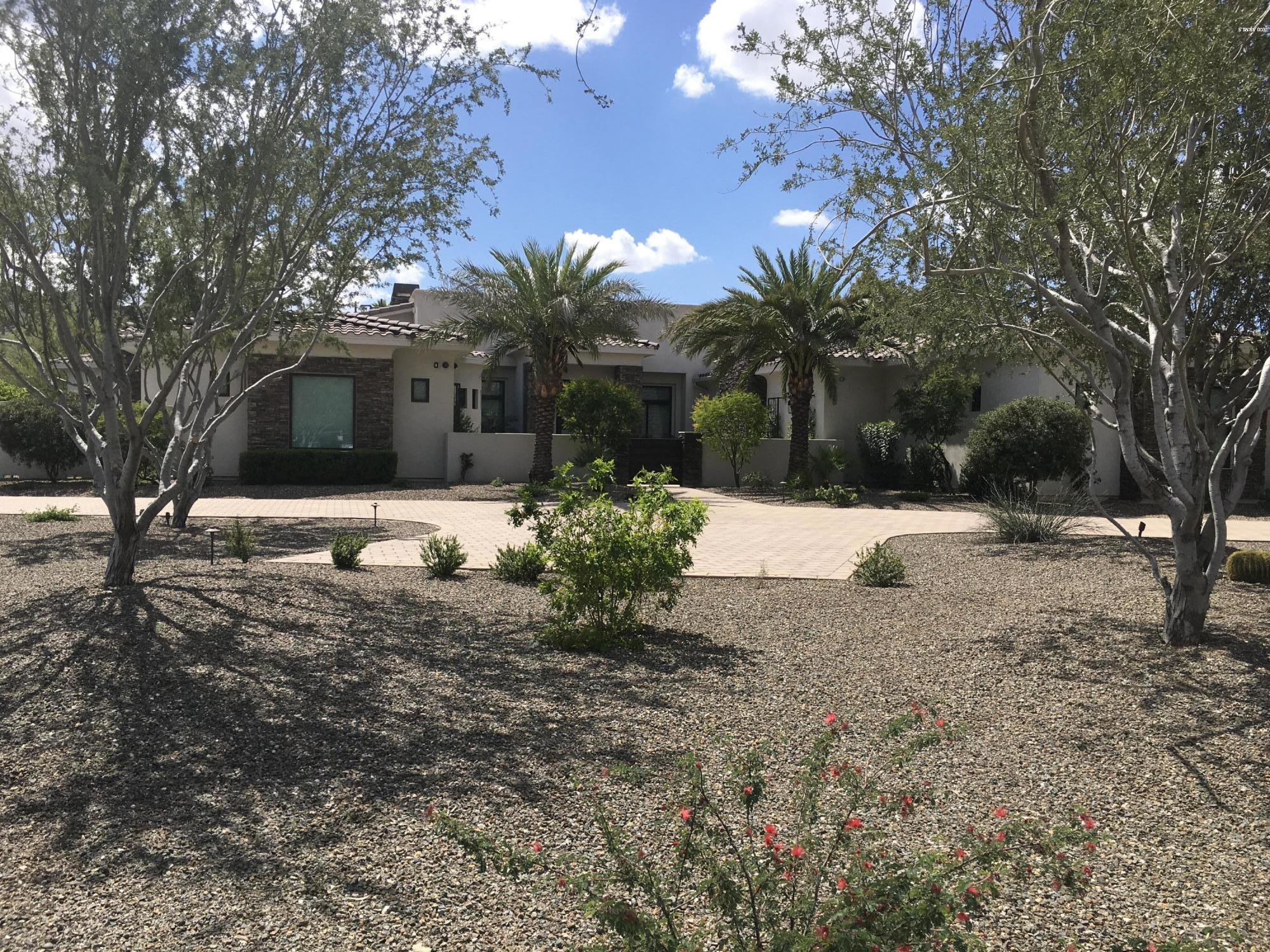 Photo of 8700 N 55TH Place, Paradise Valley, AZ 85253