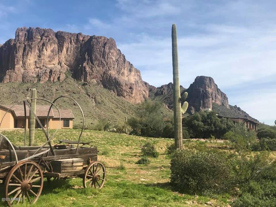 MLS 6065882 2564 N CHARLEBOIS Road, Apache Junction, AZ 85119 Apache Junction AZ Equestrian