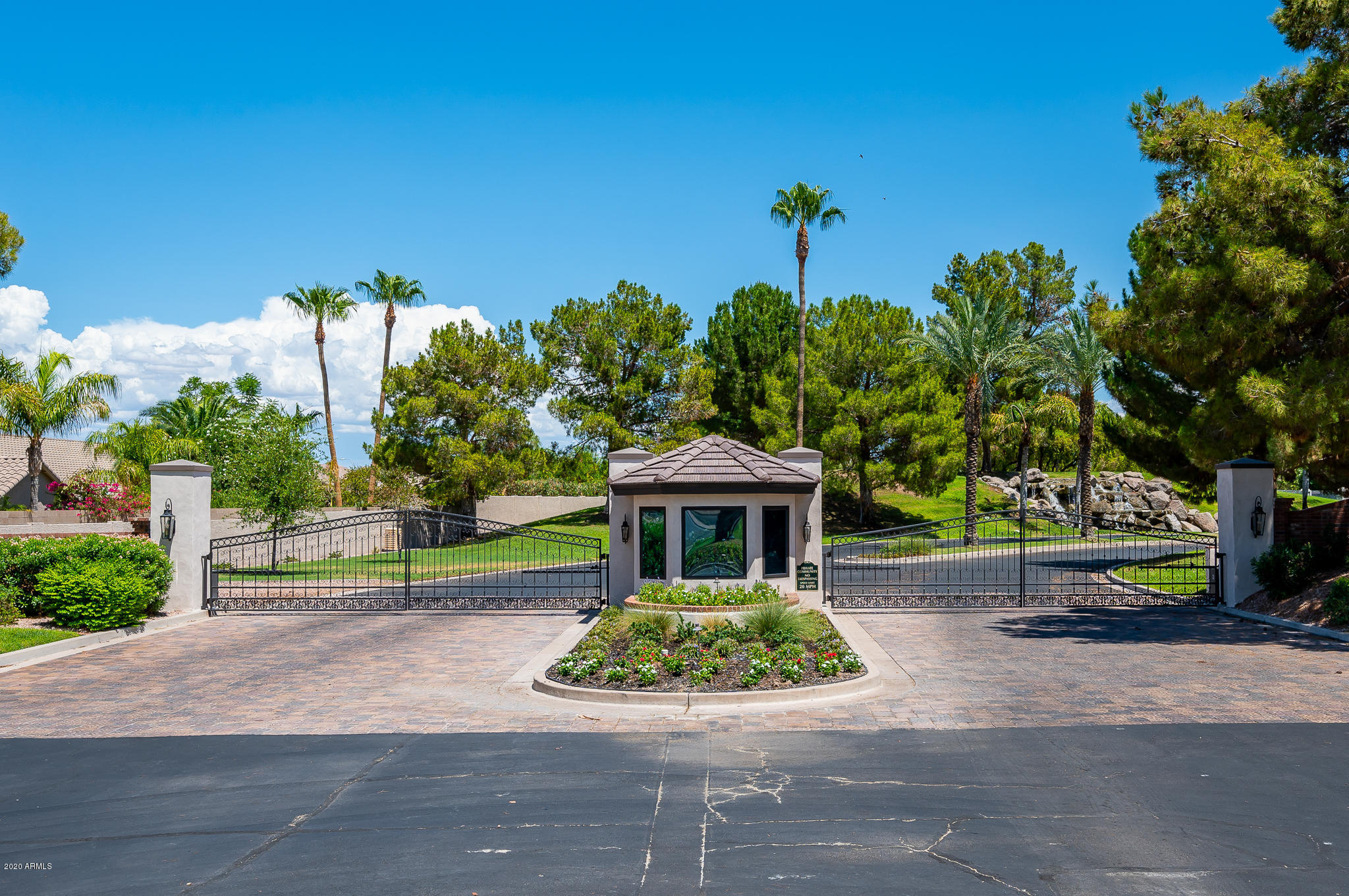 MLS 6112634 13 E OAKWOOD HILLS Drive, Chandler, AZ 85248 Chandler AZ Gated