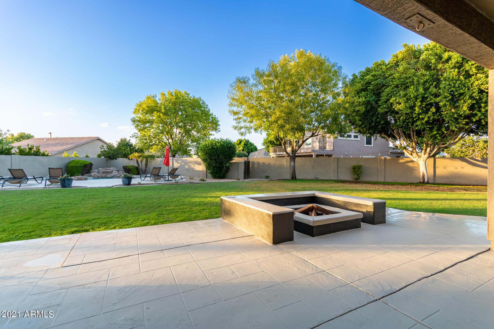 MLS 6306438 1098 S OAK Court, Gilbert, AZ 85233 4 Bedroom Homes