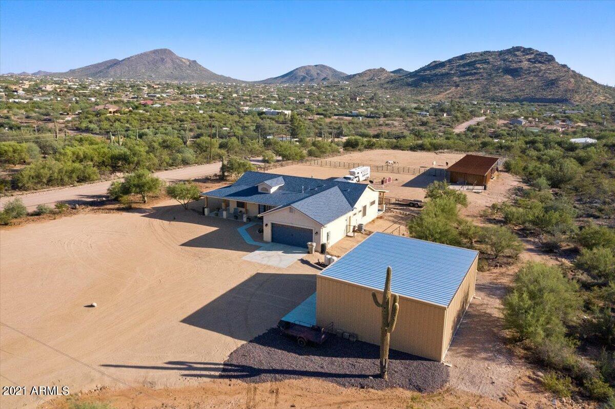 MLS 6294078 411 E VENADO Drive, New River, AZ New River Horse Property