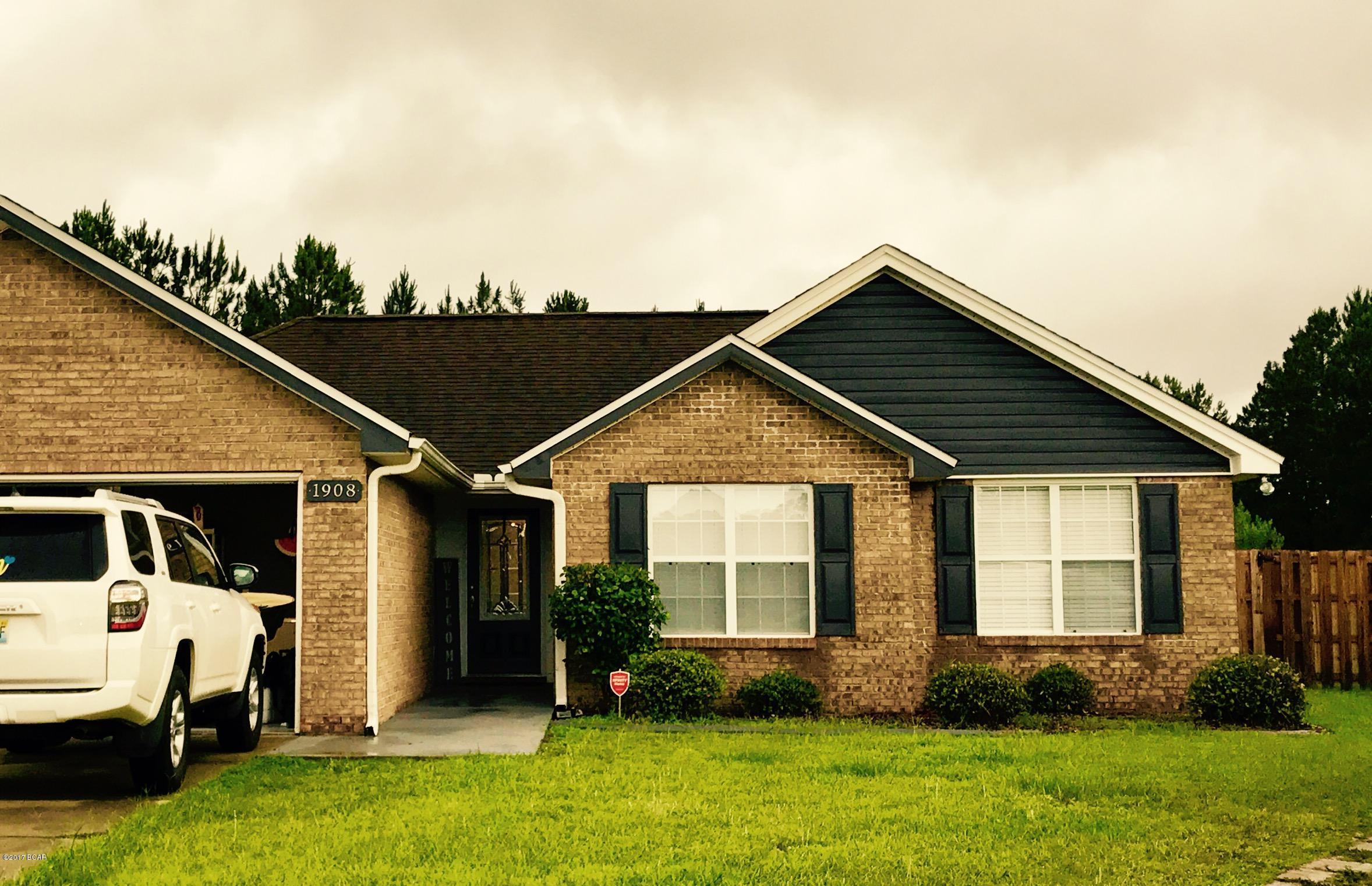 MLS Property 660740 for sale in Lynn Haven
