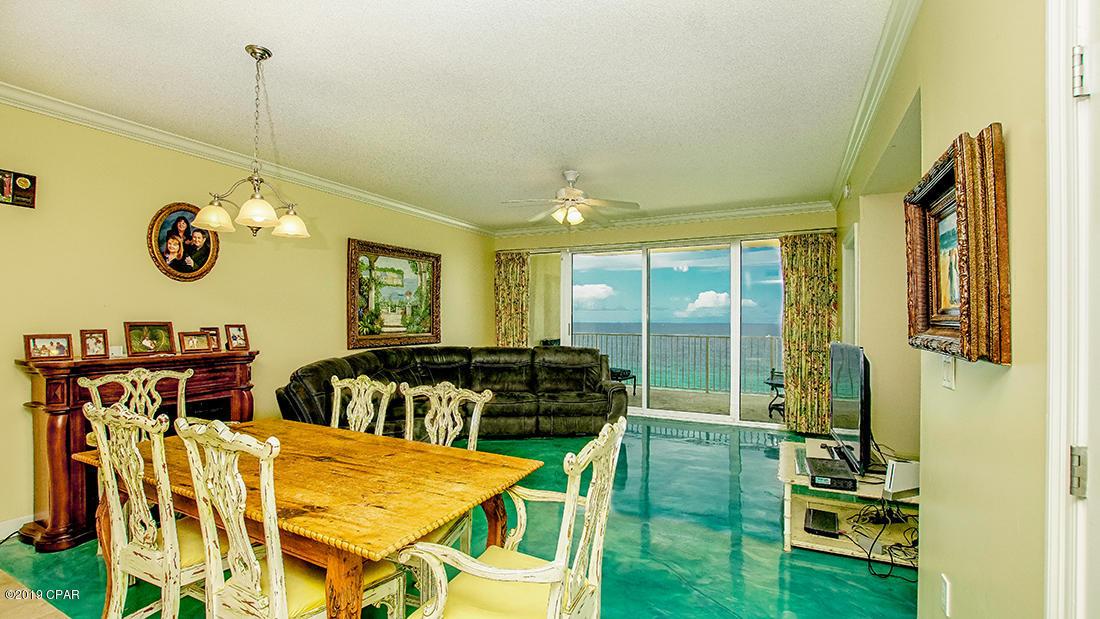 A 3 Bedroom 3 Bedroom Boardwalk Central Condominium