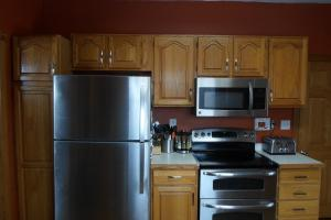 Kitchen Stove & Fridge