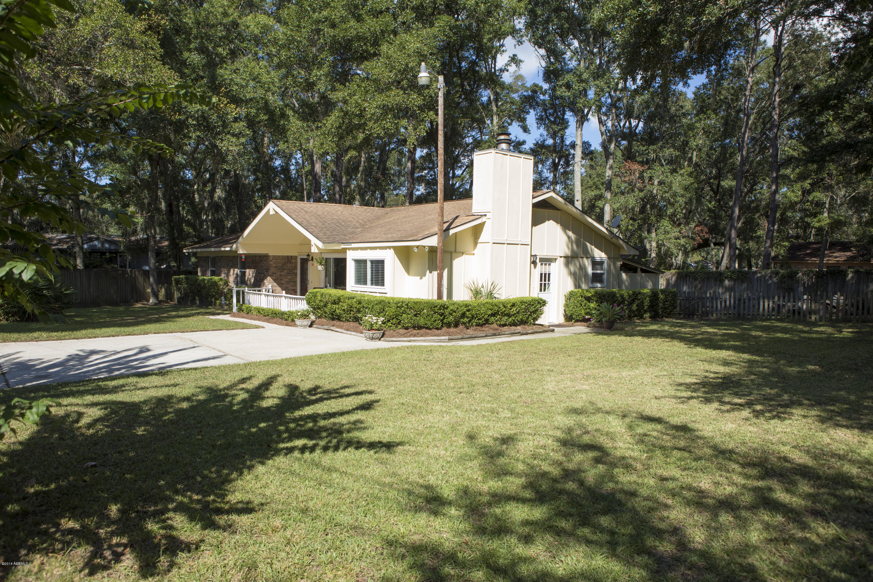 Photo of 26 Oakwood Drive, Beaufort, SC 29907