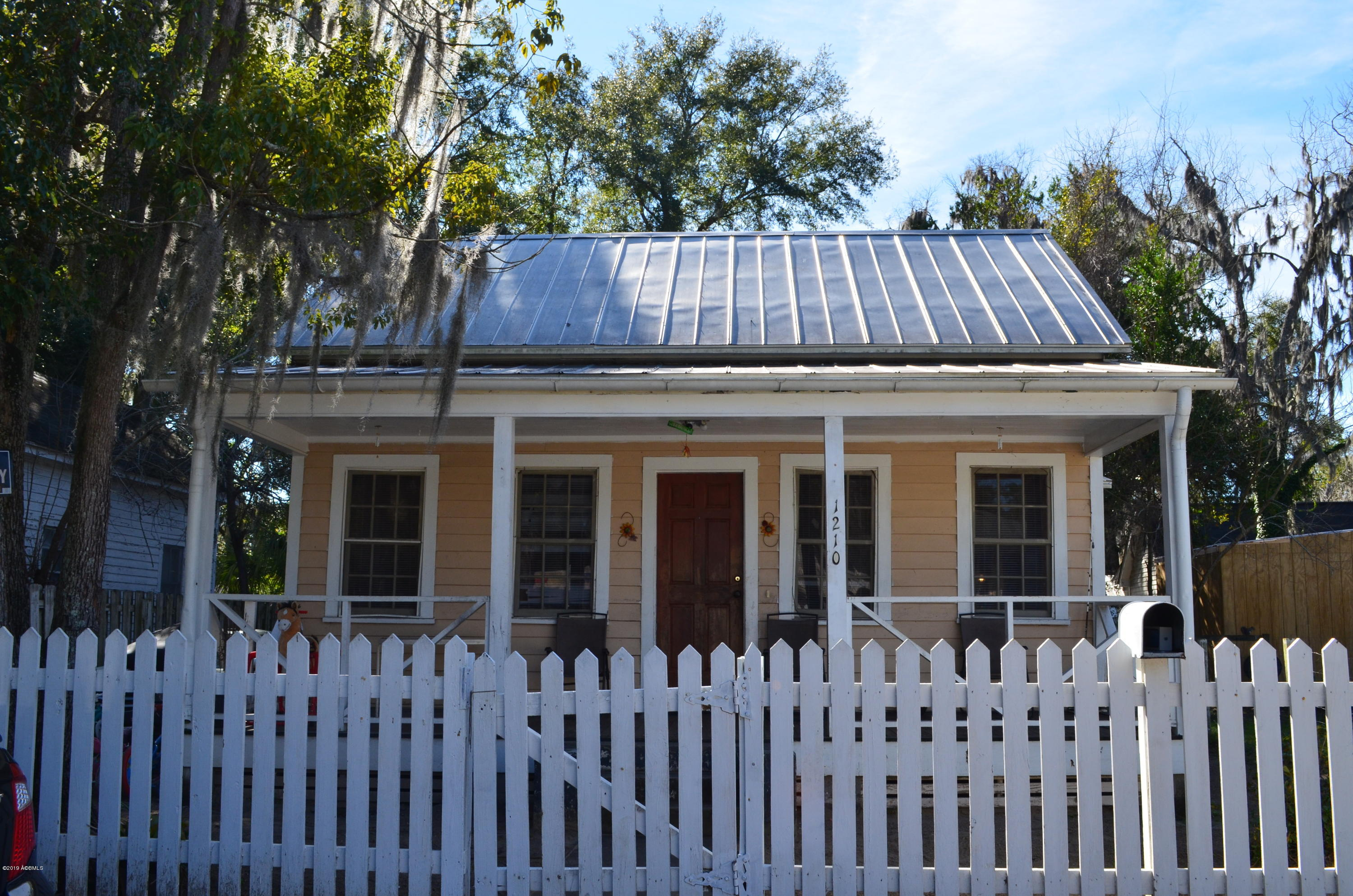 Photo of 1210 Congress Street, Beaufort, SC 29902