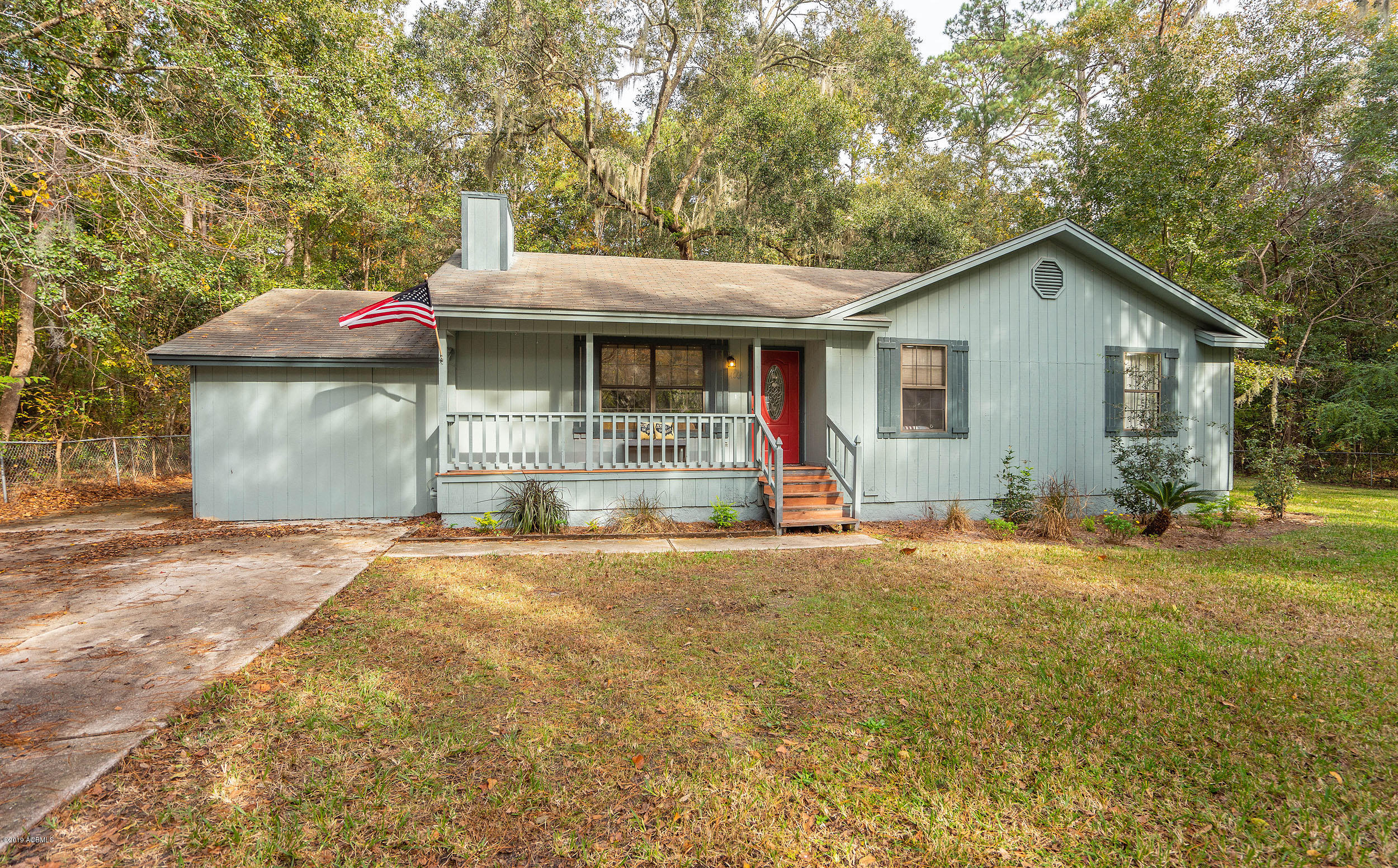 Photo of 1015 Hickory Street, Beaufort, SC 29906