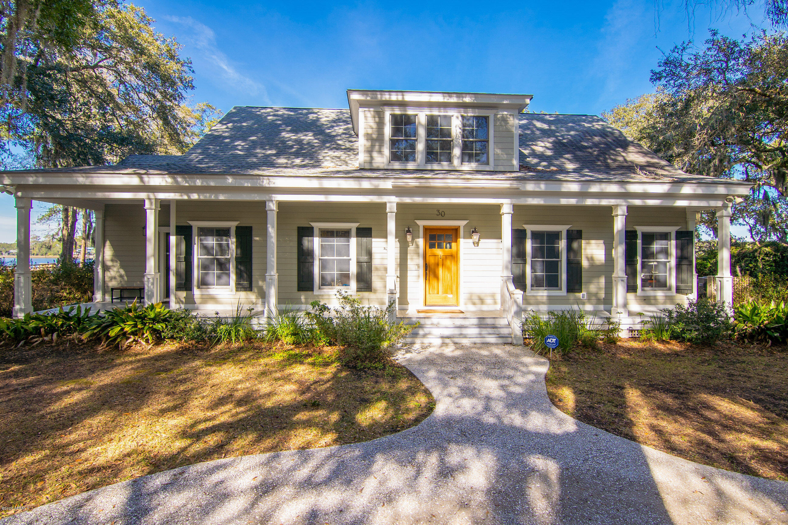 Photo of 30 W River Drive, Beaufort, SC 29907