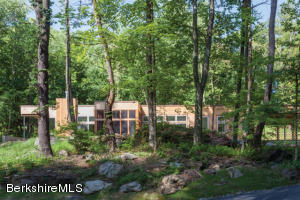 58 Glendale Rd, Stockbridge, MA 01262