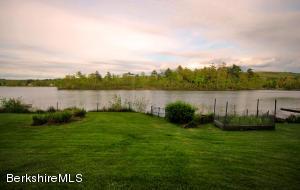 15 Lake Dr, Stockbridge, MA 01262