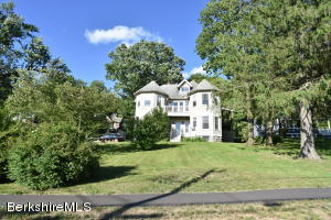19 Pine St, Great Barrington, MA 01230