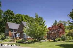1 Mahkeenac, Stockbridge, MA 01262