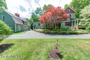 34 Castle Hill Ave, Great Barrington, MA 01230