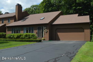 21 Cynthia Ln Ln, Pittsfield, MA 01201