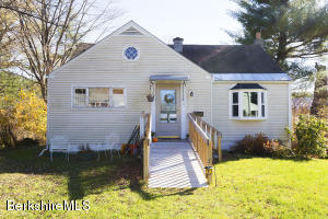 54 Charles St, Williamstown, MA 01267