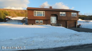 8 Country Rd, Adams, MA 01220