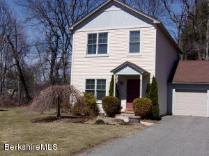 8 Emily Ct Ct, Great Barrington, MA 01230