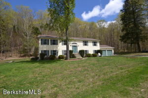110 Old Stagecoach, Hinsdale, MA 01235