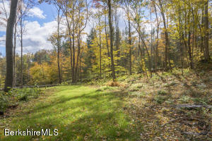 3A Dugway Rd, Stockbridge, MA 01262
