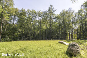 3B Dugway Rd, Stockbridge, MA 01262