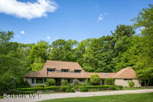 8 Bishop Estate Rd, Lenox, MA 01240