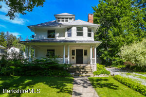 8 Oak St, Great Barrington, MA 01230