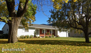 90 Candlewood Dr, Williamstown, MA 01267