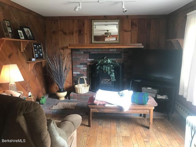 living room w/oak floor