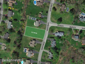 Meadow Ridge Dr, Pittsfield, MA 01201