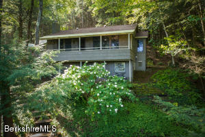20 Lime Rock Ln, Monterey, MA 01245